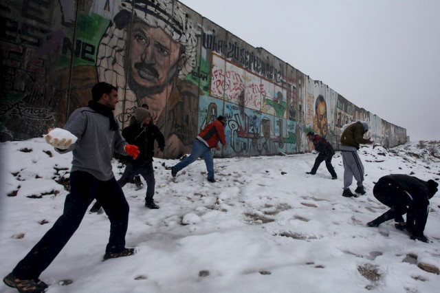 130201-qalandiya-snowball-fight