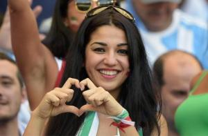 iranian-female-fan